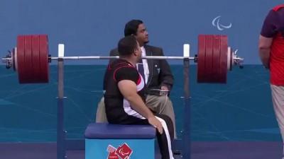 Паралимпийский пауэрлифтер пожал 241 кг