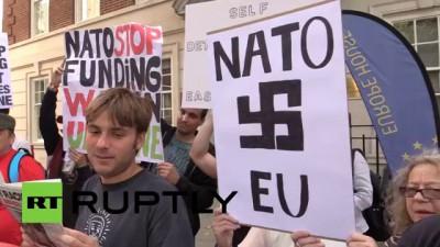 Демонстранты в Лондоне