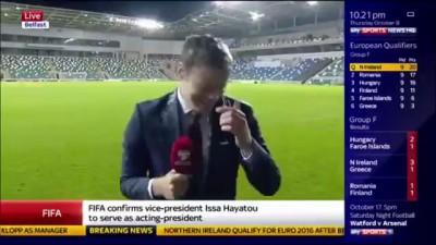 Игроки сборной Северной Ирландии облили репортера Sky Sports пивом в прямом эфире.