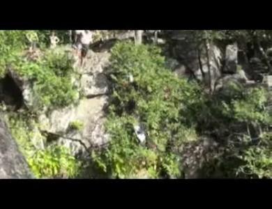 Прыжок толстяка со скалы