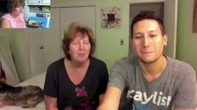 Сын снял маму-лунатика и показывает ей видео