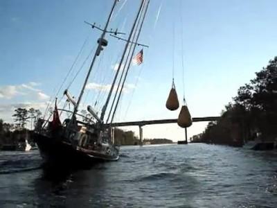 Провод яхты через мост