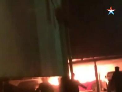 Восемь элитных иномарок сгорели на парковке в центре Москвы