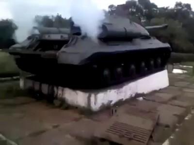 Донецкие ополченцы завели танк времен Второй Мировой войны