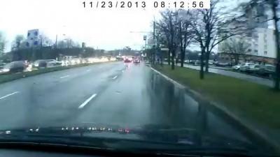 BMW поскользнулся и врезался в столб