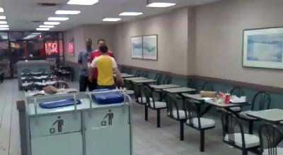 драка в Burger King, 2 ирландца против 2 сомалийцев