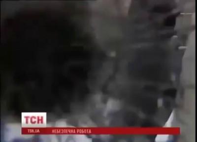 Беркут защищает журналиста