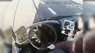 Героические женщины в автобусе на скорости