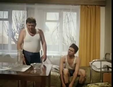 А тюрьме сейчас ужин, макароны...