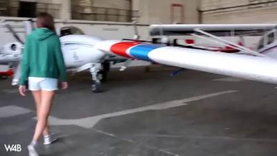 Сиськи и фигуры высшего пилотажа