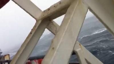 Смыло 52 машины в шторм Япония - Владивосток HD