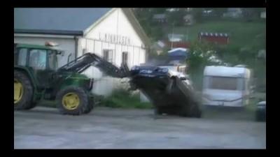 Фермер поймал вора трактором