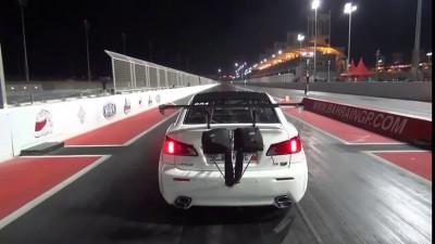 На чемпионате дрэгрейсеров в Бахрейне Lexus перелетел ограждение на трассе