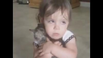Ребенок, котейко и собакен