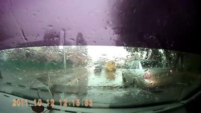 Женщина с ребенком попала под машину в Саратове.AVI