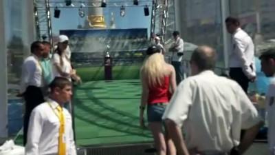 В Киеве напали на Кубок Евро-2012 и повредили его