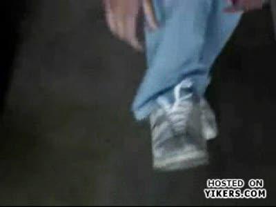 Учимся завязывать шнурки. А вам слабо?