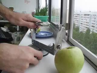 Чистка яблока для ленивых