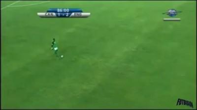 Вратарь забивает с центра поля