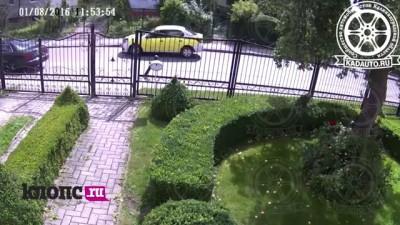 На ул. Дадаева во время ссоры на дороге водителю брызнули в лицо из баллончика