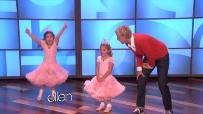 Nicki Minaj Sings 'Super Bass' with Sophia Grace
