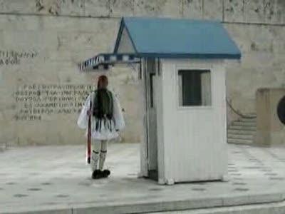 Забавный смена греческого почетного караула