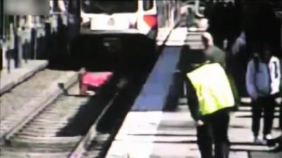 Прыгнул под поезд