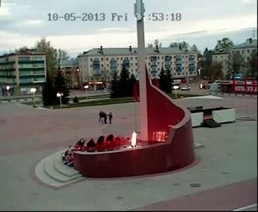 Вандалы подожгли венки у памятника «Павшим воинам» в Кстово 10.05.2013г.