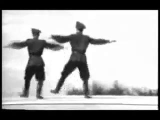 Военные танцуют. Вам слабо?