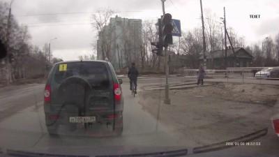 чудо велосипедист едет по своим правилам пдд