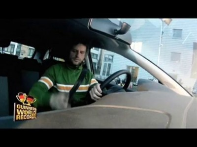 Ronny C´ Rock - Guiness World Record 2011 - Engste Parklücke - Tightest Parallel Parking.mov