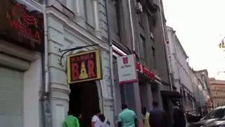 НЕГР гасит КАВКАЗЦА в Москве. Кавказцы, драки, беспредел.