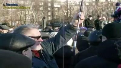 Быдлолюди подняли флаг Франции, скандируя: россия, россия! Луганск ая область