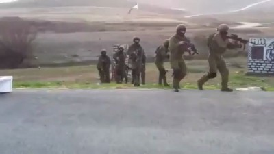 Израильский спецназ тренируется в обстановке приближенной к боевой))
