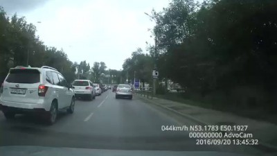 вредный ниссан на дороге