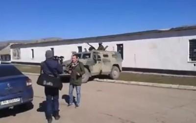 """Российская бронемашина """"Тигр"""" не может перехать через бордюр"""