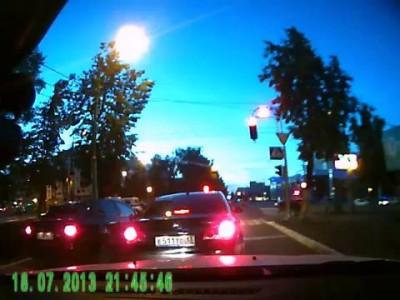 ДТП! Судья из Саратова мчит на красный! Саранск 18.07.2013