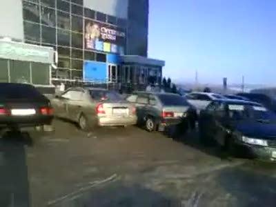 Неуправляемая десятка на парковке перекрестка