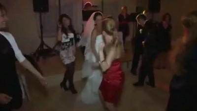 Прикол на свадьбе - Девушка отжигает Ржач гарантирован