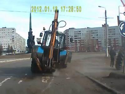 У трактора на ходу отвалилось колесо. Северодвинск