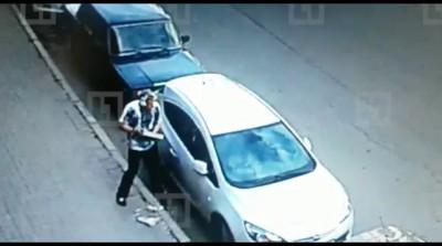 Ограбление машины с помощью куска плитки ради зарядки от айфона