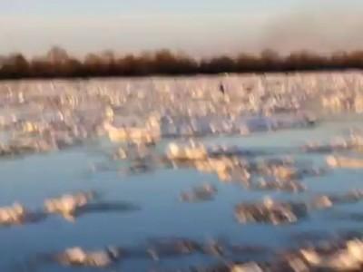 Нижегородские спасатели сняли с льдины двух детей