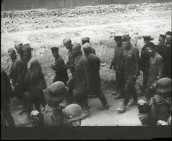 Колонна немцев и пленных
