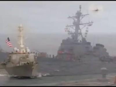 Американские моряки увольняются с эсминца Дональд Кук 18. 04.2014