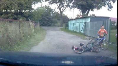 Девки с детства водить не могут