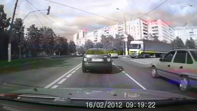 Дальнобойщик наказал водителя