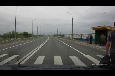 Вальяжно переходит дорогу?