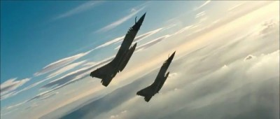 Красивый полет истребителей   Beautiful flying fighter