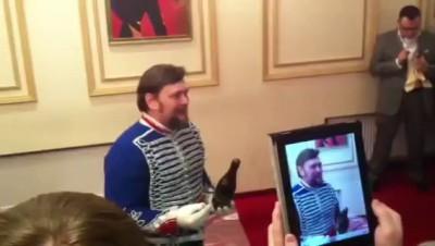 открывание шампанского саблей