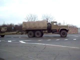 Колонна военной техники идёт к Донецку